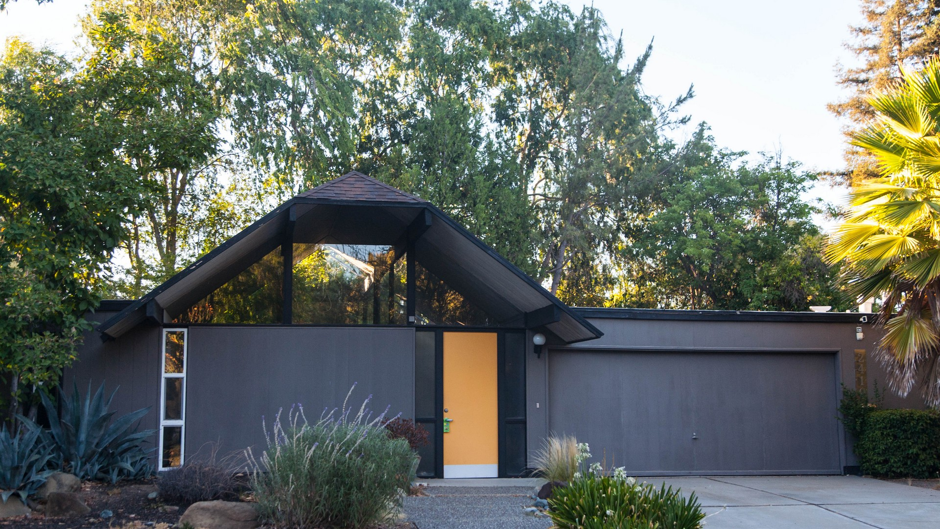 Eichler homes in the east bay for Creek house